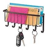 mDesign praktische Briefablage mit Korb für Flur und Küche - kompaktes Schlüsselboard mit 1 Fach für Post und 6 Haken - wandmontiertes Schlüsselbrett aus Metall - bronzefarben