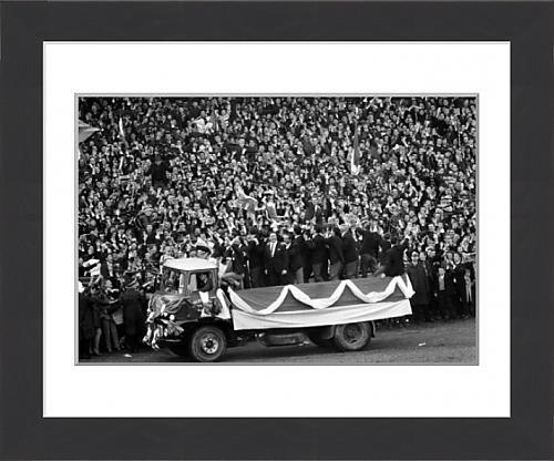 Framed-Print-of-Celtic-team-parade-European-Cup