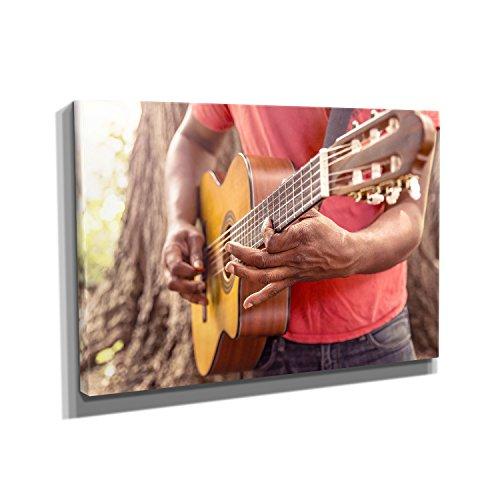 Nerdinger Guitar Player - Kunstdruck auf Leinwand (50x75 cm) zum VERSCHÖNERN IHRER Wohnung. Verschiedene Formate AUF ECHTHOLZRAHMEN. HÖCHSTE QUALITÄT, UMWELTBEWUSST hergestellt. MIT GARANTIE.