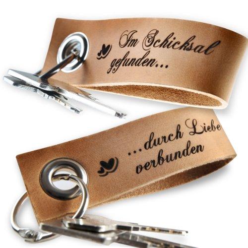 schenkYOU® 2er Set Schlüsselanhänger mit Gravur aus echtem Leder - natur braun - Keyholder Anhänger mit diesem Spruch VORGRAVIERT: Im Schicksal gefunden ... durch Liebe verbunden -