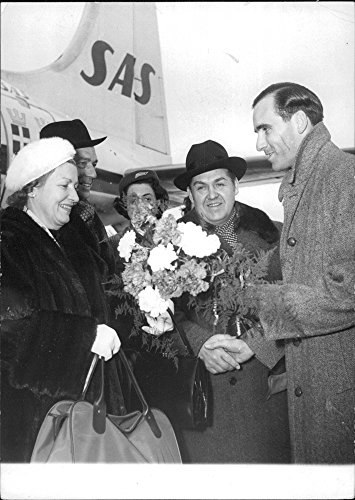 vintage-photo-of-jussi-and-anna-lisa-bjorling-arrives-in-zurich