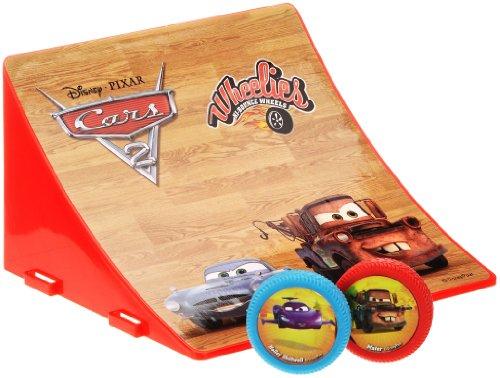 089516 - Disney Cars 2 - Wheelies Jump Ramp, Rampe inklusiv 2 Wheelies, Rampe: 15 x 9 cm, sortiert (Wheelies Cars 2)