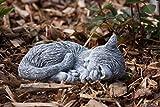 Steinfigur kleine Katze Tinka eingerollt