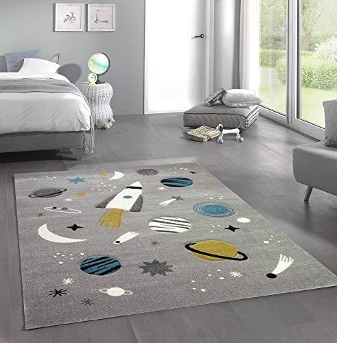 Merinos Kinderteppich Weltraum Lernteppich mit Raumschiff Sternen und Planeten in Grau Größe 140x200 cm