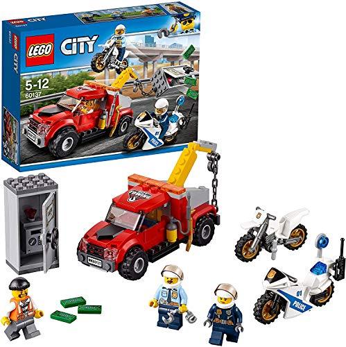 LEGO City Police - Camión Grúa en Problemas, Set de Construcción con Camión y Motos de Juguete, Incluye Minifiguras de 2 Policías y un Ladrón (60137)