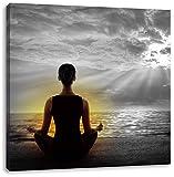 Frau meditiert bei Sonnenaufgang am Strand B&W Detail, Format: 40x40 auf Leinwand, XXL riesige Bilder fertig gerahmt mit Keilrahmen, Kunstdruck auf Wandbild mit Rahmen, günstiger als Gemälde oder Ölbild, kein Poster oder Plakat