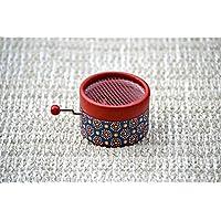 Caja de música manual roja con flores con la melodía * Canon de Pachelbel *. El regalo ideal para los amantes de la música. Perfecto para coleccionistas. Artesanal
