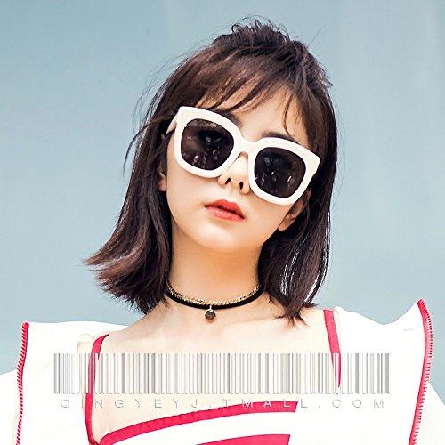 Komny Gläser Frauennetzwerk roten und weißen Rahmen Sonnenbrille rundes Gesicht dünn UV-Dreschkorb rote Sonnenbrille Milch weißer Rahmen [schwarz Objektiv]