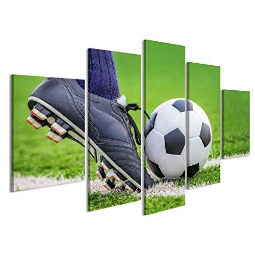 Cuadro Cuadros Disparar un balón de fútbol con los pies en el campo de fútbol Impresión sobre lienzo - Formato Grande - Cuadros modernos ETI