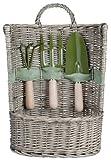 Conjunto de herramientas de jardinería y cesta de mimbre