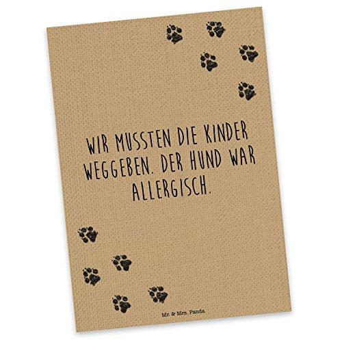 """Mr. & Mrs. Panda Postkarte mit Spruch """"Wir mussten die Kinder weggeben. Der Hund war allergisch."""" - 100% handmade aus Karton 300 Gramm - Postkarte, Postkarten, Einladungskarte, Geschenkkarte, Brief, Spruch des Tages, Kärtchen, Geschenk, Karte, Papier, Einladung Spruch, Zitat, Wir mussten die Kinder weggeben, Hund, Hunde, Hundebesitzer, Haustier Spruch Sprüche Lustig Spass Geschenk Geschenkidee Zitate"""