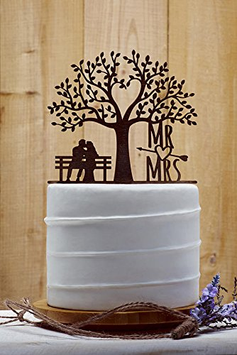 Rustikal Baum Hochzeit Kuchendekoration Braut und Bräutigam Kiss unter Baum Funny Hochzeit Kuchen Topper Herr und Frau mit Pfeil Hochzeit Kuchen Dekorationen -
