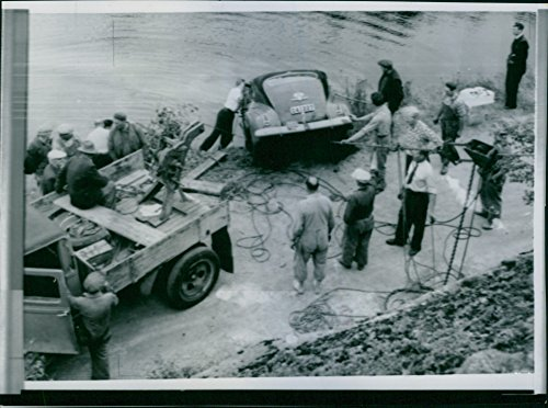 vintage-photo-of-stolen-car-pulled-out-of-a-6-meter-deep-pond