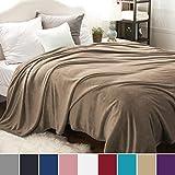 Bedsure Kuscheldecke XXL Flauschige Wohndecke Kamel 270x230cm - Fleece Tagesdecke für Bett - hochwertige Decke warme weiche Microfaser Fleecedecke