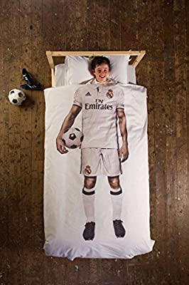 Official Real Madrid Football Strip Bedding - Real Madrid Duvet Set produced by dreambig - quick delivery from UK.