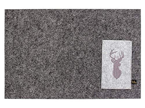 Luxflair Schönes 4er Set Filz Platzset in dunkelgrau mit edel bestickter Bestecktasche Motiv Hirsch, waschbar. Viereckiges Designer Tischset für Innen & Außen -