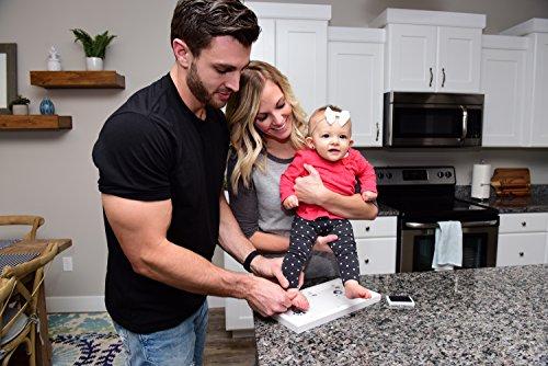 Precioso kit de marco de huella de manos y pies de bebé   Recuerdo Fotográfico de Huellas de Bebé en Blanco con Almohadilla de Tinta No Tóxica y cristal de acrílico seguro.
