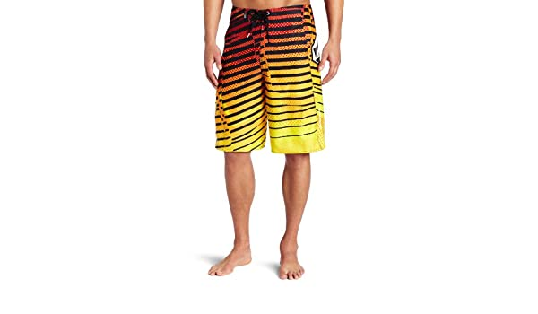 00d369486d Volcom Men's Dusty Annihilator Boardshort, Red, 29: Amazon.in: Clothing &  Accessories