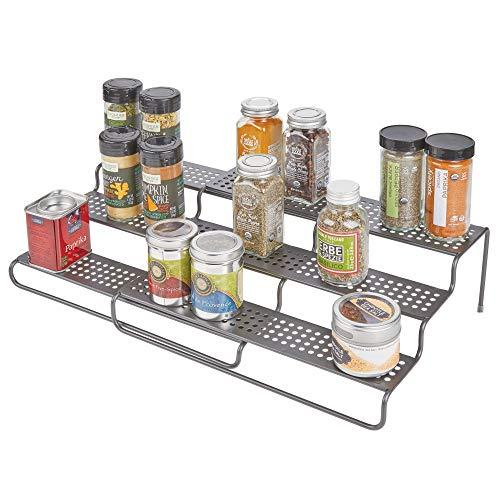 mDesign Gewürzregal für Küchenschrank – ausziehbares Küchenregal für Ordnung in der Küche – Gewürzständer mit drei Ebenen aus Metall – grau