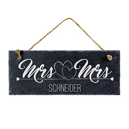 Schiefertafel mit Gravur für gleichgeschlechtliche Ehepaare – Mrs & Mrs – Personalisiert mit [NAMEN] - Türschild zum Aufhängen - Ideal als Geschenk für Paare zur Hochzeit, Jahrestag, zum Einzug oder zu Weihnachten