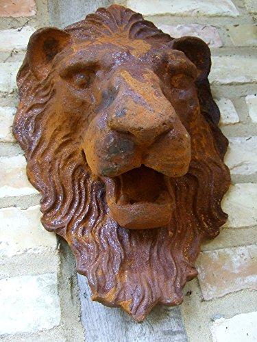 Antikas Löwenkopf - gewaltiger Löwe als beeindruckende Wanddekoration und Wasserspeier