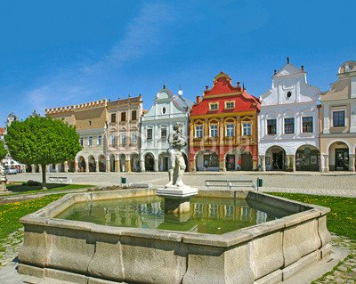 town-telc-houses-and-fountain-on-the-main-square-patrimonio-mondiale-wh-61398530-lona-80-x-60-cm