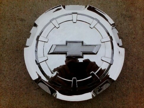 oem-chevy-silverado-tahoe-suburban-2014-2015-wheel-center-cap-hubcap-20942001-by-chevrolet
