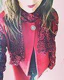 Giacca in tessuto di lana cavallino rosso con sciarpa cucita nel collo dietro di tessuto pizzo rosso e nero, maniche in pizzo rosso e nero, tasce, chiusura con automatico e bottone vintage, cintura in abbinamento. Vestibilità ampia, over size...