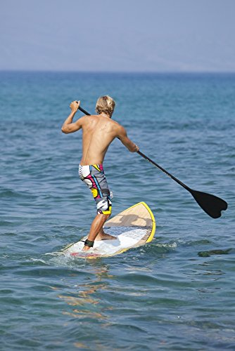 The Poster Corp MakenaStockMedia/Design Pics – Hawaii Maui Makena Athletic Stand Up Paddle Surfer In Ocean Photo Print (60,96 x 91,44 cm) (Maui Paddle)