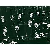 Vintage Foto de Presidente de la cámara de Diputados sobre. Sandro Pertini, Presidente Giovanni Leona y el presidente del Senado amintore fanfani durante el Juramento.