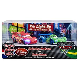 Disney Pixar CARS 2 - Exclusive 1:48 Die-Cast Light-Up Racing Rivals Cars - Lightning McQueen vs. Carla Veloso - Véhicule Miniature - Voiture