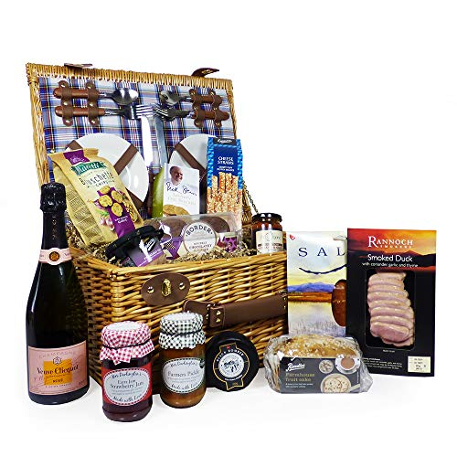 Henley 4 Person Picnic Basket Hamper with 75cl Veuve Clicquot Rose Champagne & Luxury Fine Food Selection - Gift ideas for Christmas, Valentines, Mothers Day, Birthday, Anniversary, Business, Corporate and Congratulations Presents