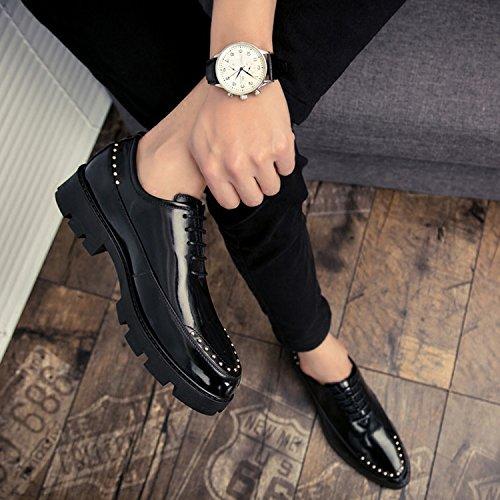CHNHIRA Homme Chaussures Vernies Réhaussantes Intérieur Angleterre Style Rivets de Chaussures Pointues Noir