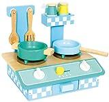 Küche 'Oliver' aus Holz, mit Gasherd, Schublade, Aufhänger und Regal, Drehknöpfe machen realistische Klickgeräusche, inkl. 6-tlg. Zubehör, wie Topf, Pfanne, Küchenhelfer und Gewürzstreuer