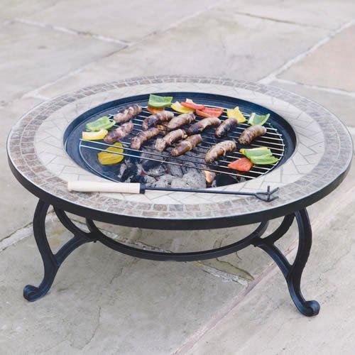 Trueshopping - Tavolino rotondo da giardino con braciere integrato Beacon Star, con griglia per barbecue, rete di protezione e copertura anti-intemperie, diametro 76,2 cm