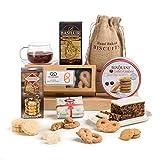 Hay Hampers Geschenkbox mit Keksen und Kuchen für eine klassische Teezeit