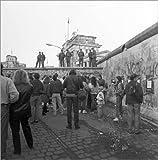 Poster 13 x 13 cm: DDR-Grenzsoldaten auf der Berliner Mauer