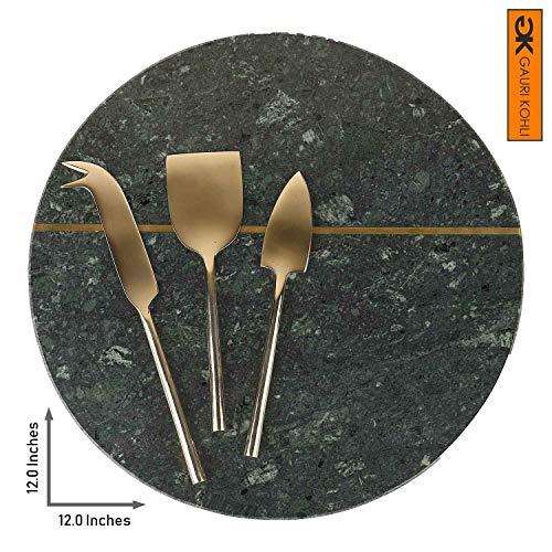 GAURI KOHLI Käseplatte aus Marmor und Messing, mit 3 Stück Käsemesser-Set, Messing, groß, Runde Form, Grün (Inlay-satz)