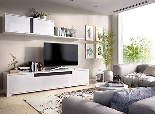 Wellindal Fernsehraum mit Türen und Regalwand
