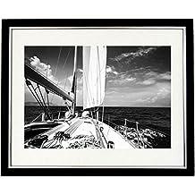 """""""navegando en el océano del sur con marco blanco y negro de un yate de carreras en el océano del sur. Arte y Fotografía de paisaje imagen, blanco y negro Prints"""