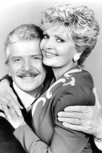Henderson als Carol Ann Tyler Martin Brady unt Robert Reed als Michael Paul 'Mike' Brady in The Bradys 91x60cm Schwarzweiß-Posterdruck (Carol Und Mike Brady)