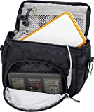 Orzly Travel Bag for Nintendo DS Consoles (VERSIONE: DS / 2DS XL / 3DS / 3DS XL / DS Lite / DSi / New 3DS / New 3DS XL / ecc.) - Sacco per Consola e Giochi e Accessarios - Questo Pachetto include: tracolla regolabile e maniglia per il trasporto + fissaggio per una cintura - NERO