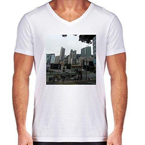 camiseta-blanca-con-v-cuello-para-los-hombres-tamano-m-rascacielos-en-hong-kong-4-by-cadellin