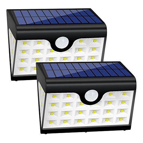 Modo automático de ahorro de energía La luz solar del movimiento carga automáticamente en luz del día y mantiene modo espera. Modo del sensor: sensor ligero + inducción humana (modo dévil) + inducción humana. En ausencia de luz, cuando alguien o algo...