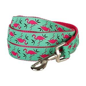 Unsere Pink Flamingo gemusterte Hundeleine ist ideal für alle Vierbeiner, die im Herzen in den Sümpfen Miamis den langbeinigen Vögeln hinterherjagen! Diese mit Jacquard abgesetzte Hundeleine hat hot-pinke Flamingos mit hell-smaragdgrünem Hintergrund ...