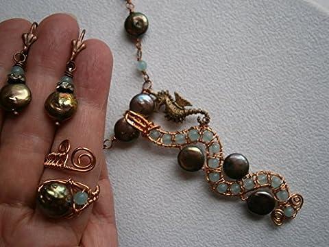 Mermaid Schmuckset Kette Ohrringe Ring Coin Perlen peacock und Achat blau handmade Unikat in wirework kupfer mit Seepferdchen
