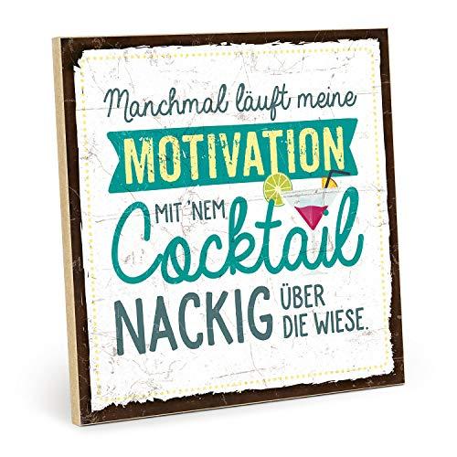TypeStoff Holzschild mit Spruch – Motivation MIT Cocktail – im Vintage-Look mit Zitat als Geschenk und Dekoration zum Thema Wiese und nackt