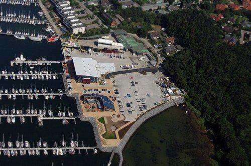MF Matthias Friedel - Luftbildfotografie Luftbild von Sport- und Fischereihafen in Laboe (Plön), aufgenommen am 19.08.05 um 14:25 Uhr, Bildnummer: 3556-06, Auflösung: 4288x2848px = 12MP - Fotoabzug 50x75cm