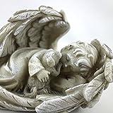 Engel in Engelsflügel liegend mit Hunde Figur beschützend im Arm. Länge 14cm