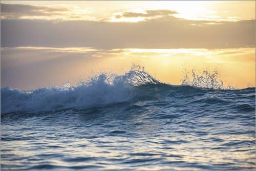 Poster 91 x 61 cm: Nahaufnahme Einer Welle bei Sonnenuntergang, Antigua und Barbuda, Karibik von Roberto Sysa Moiola - hochwertiger Kunstdruck, neues Kunstposter